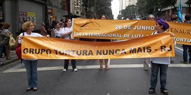 Participação do GTNM/RJ na passeata do Rio+20, em junho de 2012. Créditos: Grupo Tortura Nunca Mais
