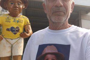 Zé Luís protesta em frente ao MP com a estátua de Maicon todos os anos. Foto: arquivo/Zé Luís.