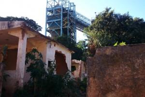 Os efeitos da mineração em Plataforma, bairro que anteriormente era conhecido como Sobradinho, em Congonhas, foram tão violentos que os moradores tiveram que abandonar suas casas. Hoje, trata-se de um bairro fantasma