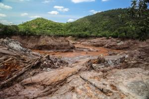 Destruição causada pelo rompimento da barragem de rejeitos do Fundão, operada pela Samarco (Vale/BHP)